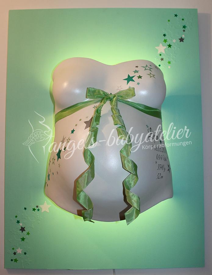 Babygipsbauchabdruck mit Sternen in grün
